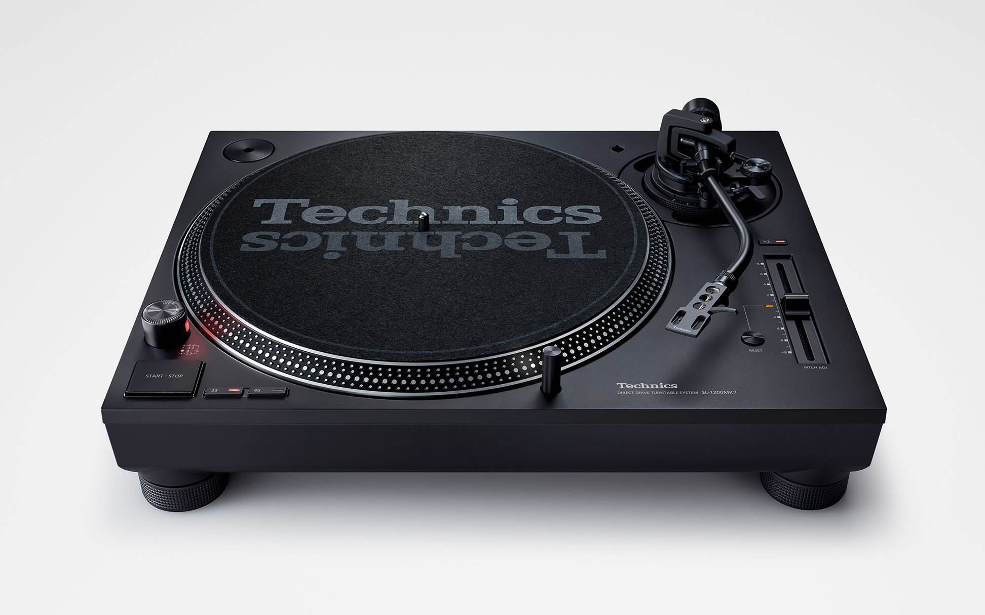 photo:Direct Drive Turntable System Technics SL-1200MK7