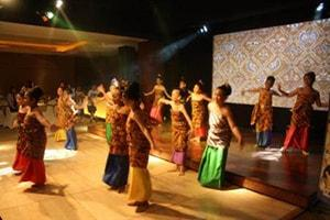 Student Performances Pump Up the Indonesia Awards Ceremony