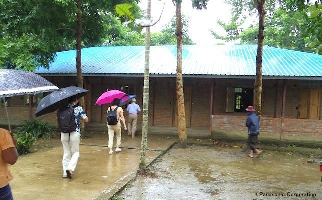 201710_Myanmar_employee_report_2.jpg