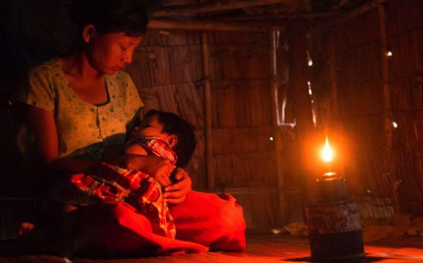 ミャンマー:寺子屋で、新型ソーラーランタンのテストを行ないました 100 Thousand Solar