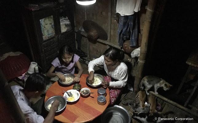201710_Myanmar_employee_report_5.jpg